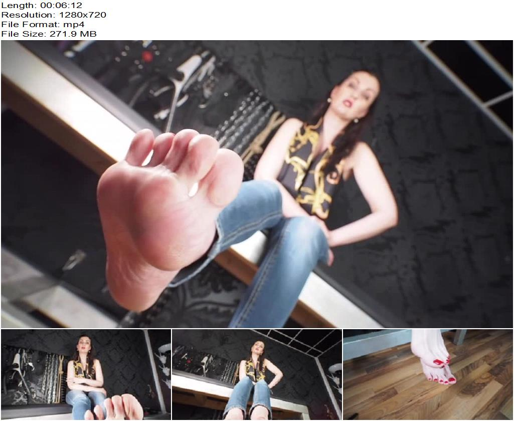 Lady Victoria Valente – Smell at my extreme sweaty and cheesy feet! - Footlicking, Foot Smelling