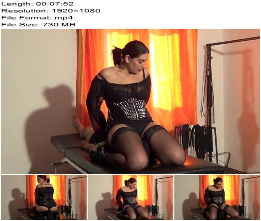 Mistress Roberta  Facesitting Breath Control And Worship  Femdom preview